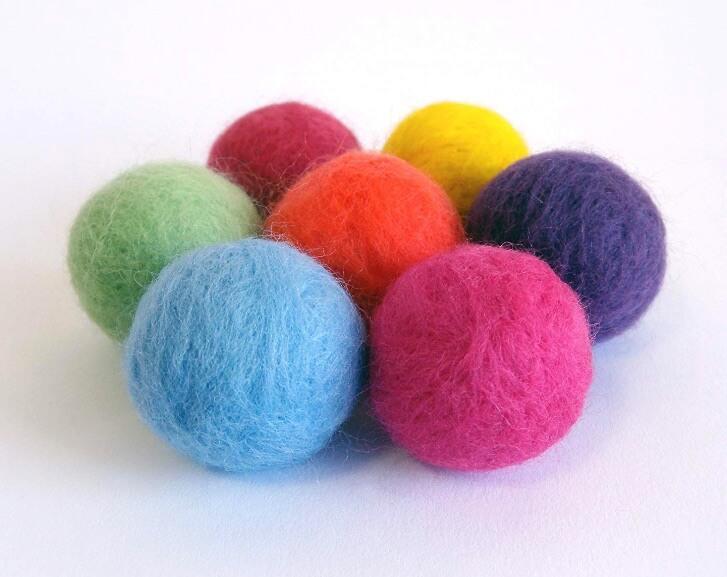 おもちゃ鈴入り羊毛フェルトふんわりコロリンボール